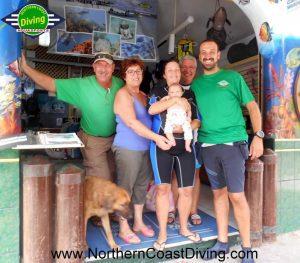 i genitori di Gianlu durante la loro visita (qui stavo per andare a fare la mia prima immersione!)
