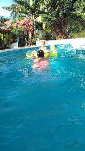 riscaldamento esercizi in acqua mamma coi bambini