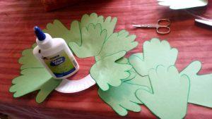 ghirlanda di natale di mani decorazione natale bambini fai da te